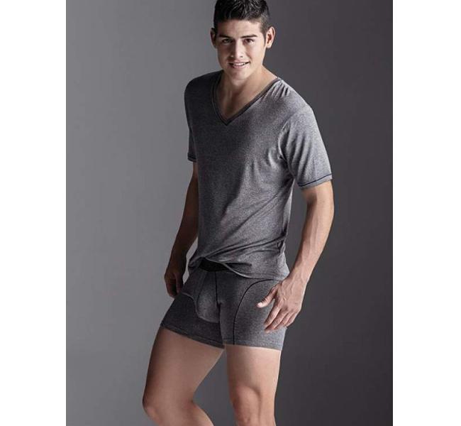 Fotos james rodr guez posa en ropa interior para marca for Marcas de ropa interior