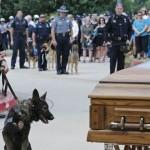 Conmovedor funeral de un perro policía