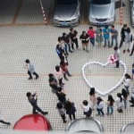 un hombre compró 99 iPhones para proponerle matrimonio a su novia