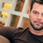 Ricky Martin con falda