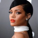 Policía busca al acosador que se tomó una selfie en la casa de Rihanna y prometió matarla