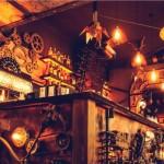 En este asombroso bar, es fácil olvidar lo que se ordena para tomar