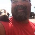 foca curiosa que se subió a un bote para salir en la selfie