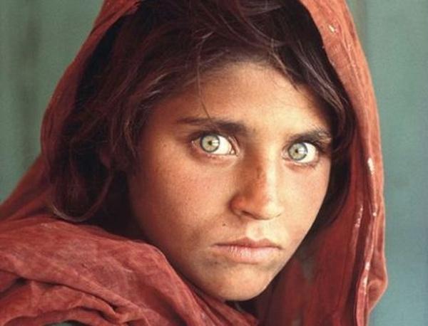 ¿Son estos los ojos más hermosos del mundo? Esta imagen se hizo famosa gracias a la revista de la National Geographic