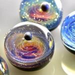 galaxias contenidas en canicas