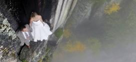 Mira las locuras que hacen un fotógrafo y recién casados por lograr las más extremas fotografías