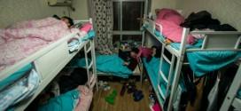 ¿Qué mueve a 26 personas a compartir un pequeño apartamento? Fotos de cómo viven