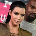 Kim Kardashian usando vestido de baño