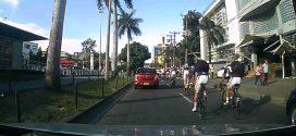 [Video] ¡Mal ejemplo! ciclistas de la selección Colombia por poco atropellan a peatones