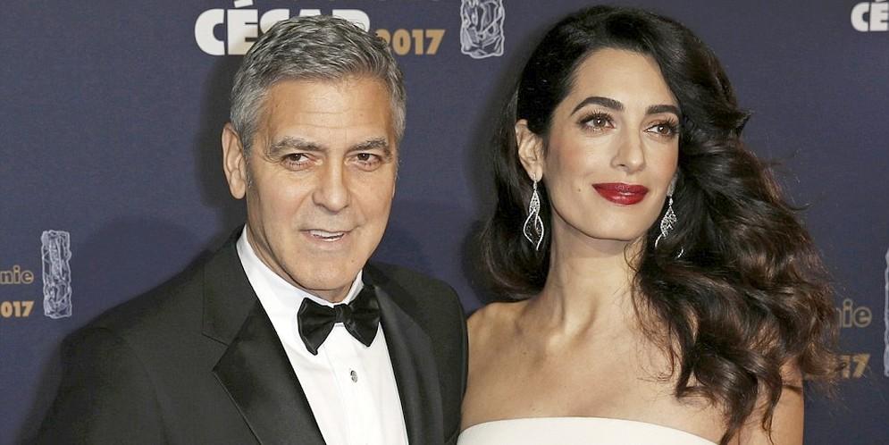 esposa de George Clooney embarazada