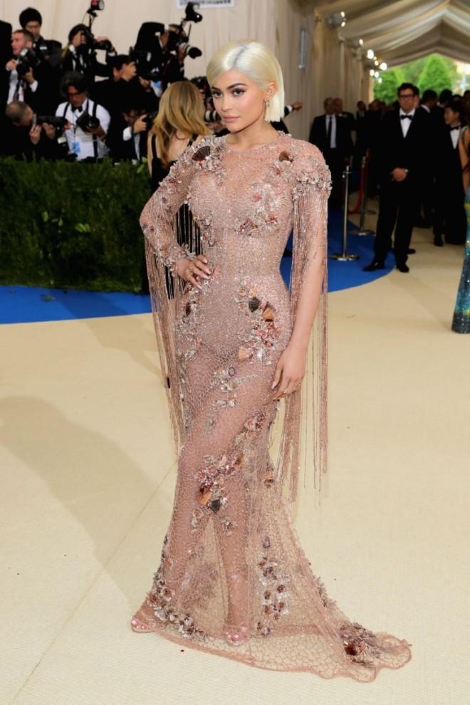 Kylie Jenner vestido Versace
